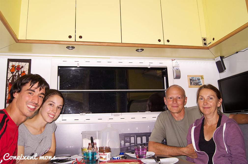 Ens creuem amb uns altres viatgers! Il manque la revanche à l'UNO! Marc, Ester, Christian i Sylvie