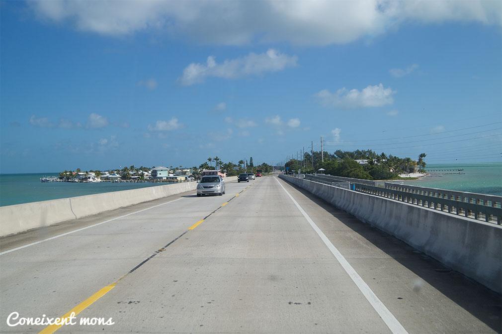 Un dels ponts que conecten les illes.